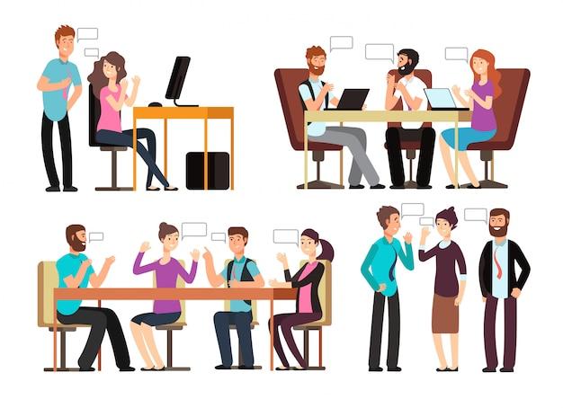 Homme d'affaires et femme discutent dans différentes situations professionnelles au bureau Vecteur Premium