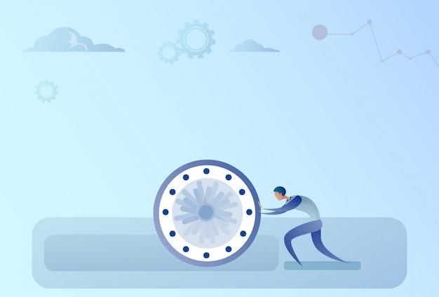 Homme d'affaires poussant concept de délai de gestion du temps d'horloge Vecteur Premium