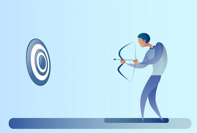 Homme d'affaires tenant l'archer de but d'arc obtenir obtenir le concept d'objectif Vecteur Premium