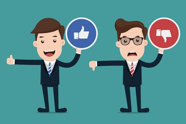 Homme d'affaires tenant des signes avec aime ou n'aime pas. Vecteur Premium
