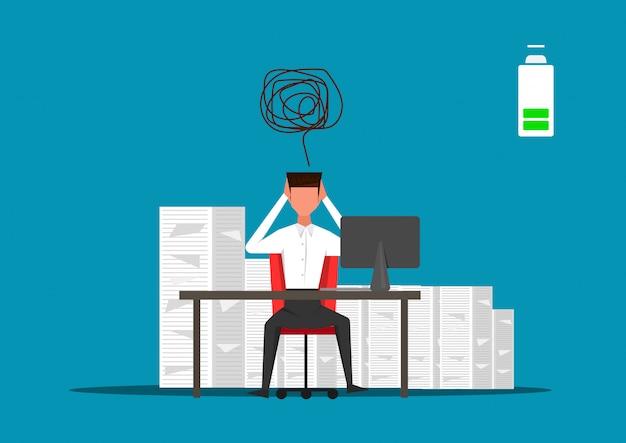 Homme d'affaires travaillant dur sur de nombreux papiers avec une batterie faible Vecteur Premium