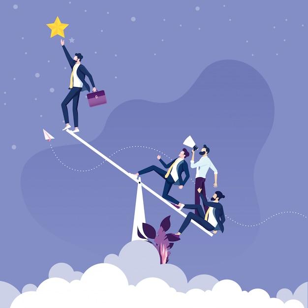 Homme d'affaires utilise une balançoire pour obtenir une étoile. concept de travail d'équipe Vecteur Premium