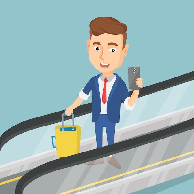Homme à L'aide De Smartphone Sur L'escalator à L'aéroport. Vecteur Premium