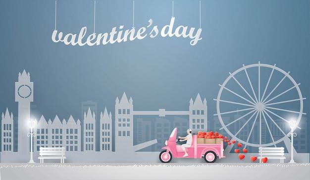 Homme au volant d'un mini camion rose Vecteur Premium