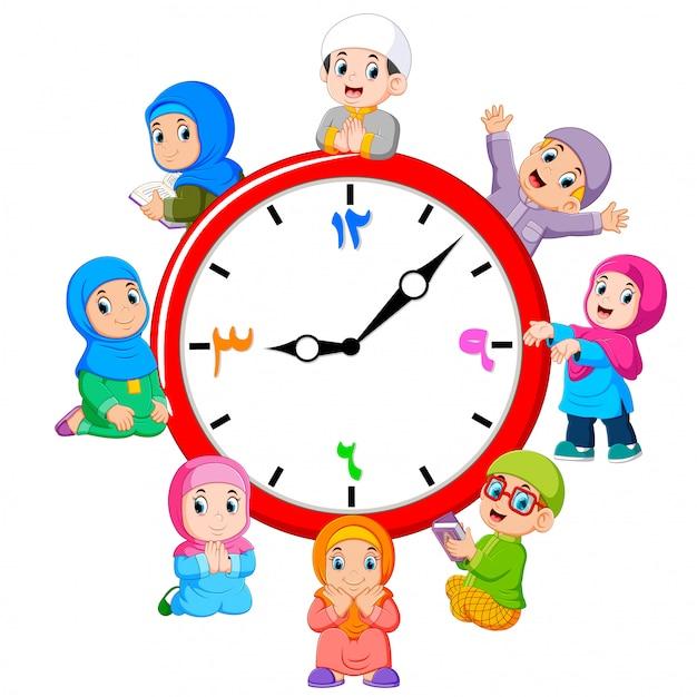L'horloge avec les enfants autour du Vecteur Premium