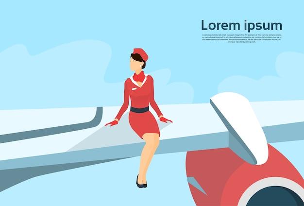 Hôtesse de l'air s'asseoir sur l'avion Vecteur Premium