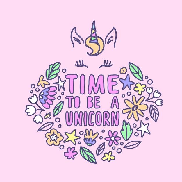 Il est temps d'être une licorne, lettrage. belle citation écrite à la main dans des couleurs pastel et des éléments floraux dans un style doodle. Vecteur Premium