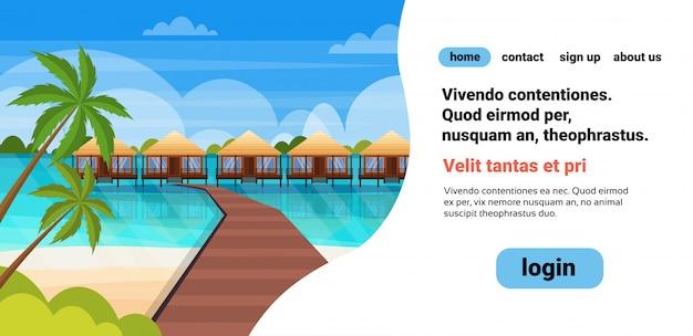 Île tropicale chemin de bois villa bungalow hôtel sur la plage bord de mer palmiers verts paysage marin vacances d'été plat Vecteur Premium