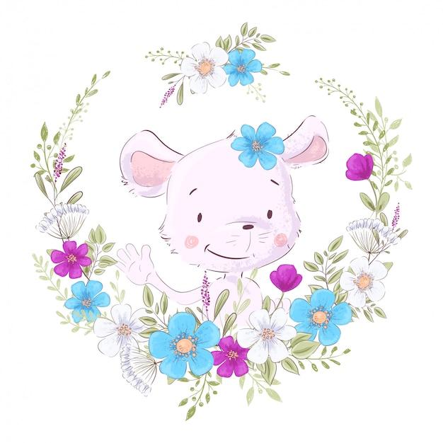Illustration d'une empreinte pour la chambre d'enfants portant une souris mignonne dans une couronne de fleurs pourpres, blanches et bleues. Vecteur Premium