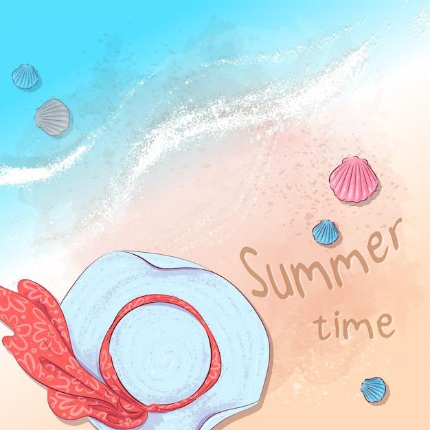 Illustration d'une fête d'été à la plage avec un chapeau et des ardoises sur le sable au bord de la mer Vecteur Premium