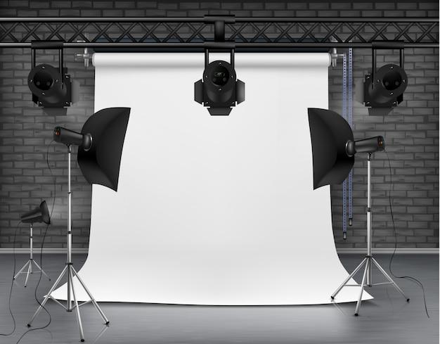 Illustration réaliste de salle vide avec écran blanc, lumières de studio avec des boîtes à lumière Vecteur gratuit