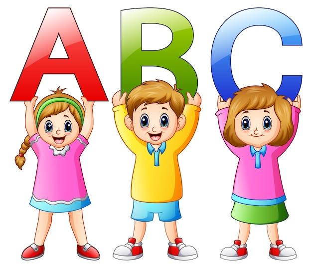 Illustration vectorielle de cartoon enfants montrant des alphabets Vecteur Premium
