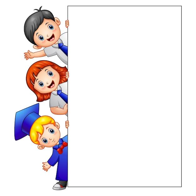 Illustration vectorielle de happy kid holding signe vide Vecteur Premium