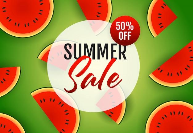 Inscription de vente d'été avec des tranches de melon d'eau Vecteur gratuit