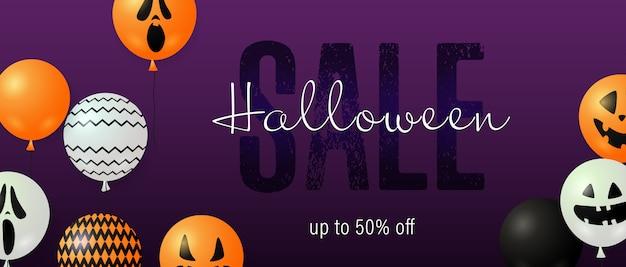 Inscription de vente halloween avec des ballons fantômes Vecteur gratuit