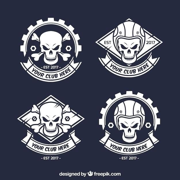Insignes de crâne sauvage dessinés à la main Vecteur gratuit