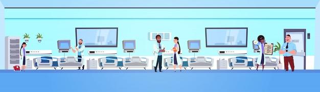 Intérieur De La Clinique Avec Lits Vecteur Premium