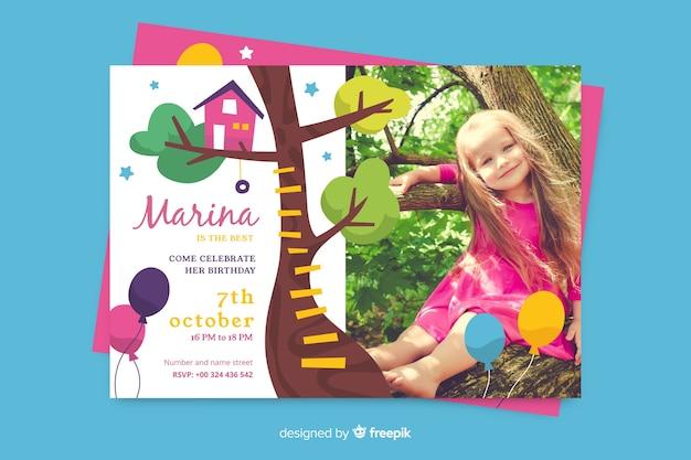 Invitation anniversaire enfants modèle avec photo Vecteur gratuit