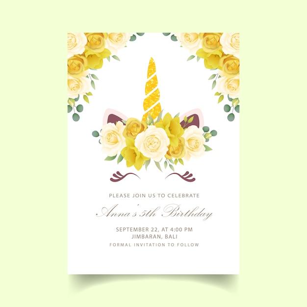 Invitation d'anniversaire florale avec une licorne mignonne Vecteur Premium