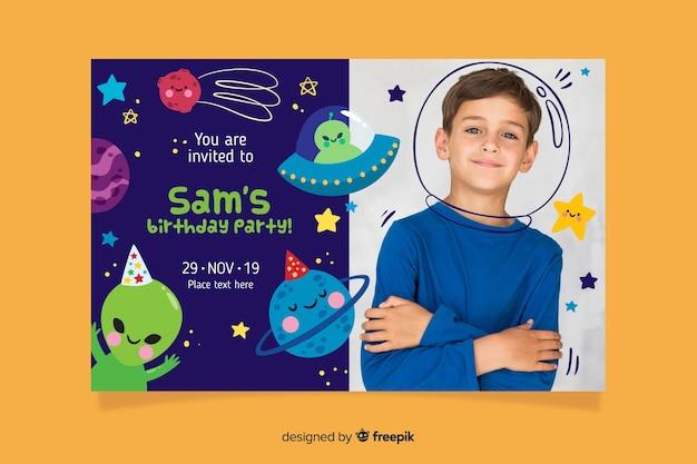 Invitation anniversaire modèle enfants Vecteur gratuit