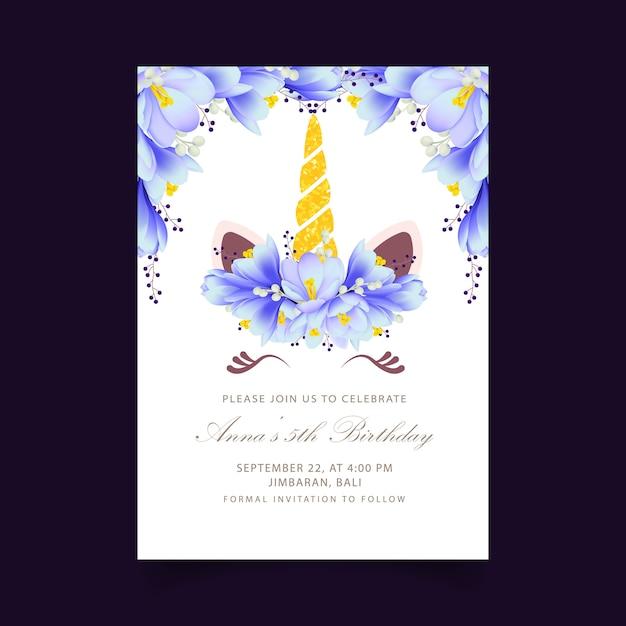 Invitation florale d'anniversaire d'enfants avec une licorne mignonne Vecteur Premium