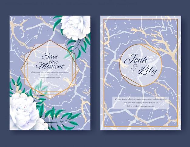 Jeu de cartes avec des fleurs de pivoine blanche et des feuilles sur fond de marbre violet. ornement de mariage élégant, affiche florale, inviter. décoratif fond de conception de salutation ou d'invitation. illustration vectorielle Vecteur Premium