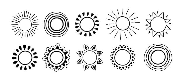 Jeu De Doodle Icône Soleil Noir. Soleil Avec Croquis De Dessin Animé De Rayons De Soleil. Soleils Mignons Monochromes Dessinés à La Main Graphique Vecteur Premium