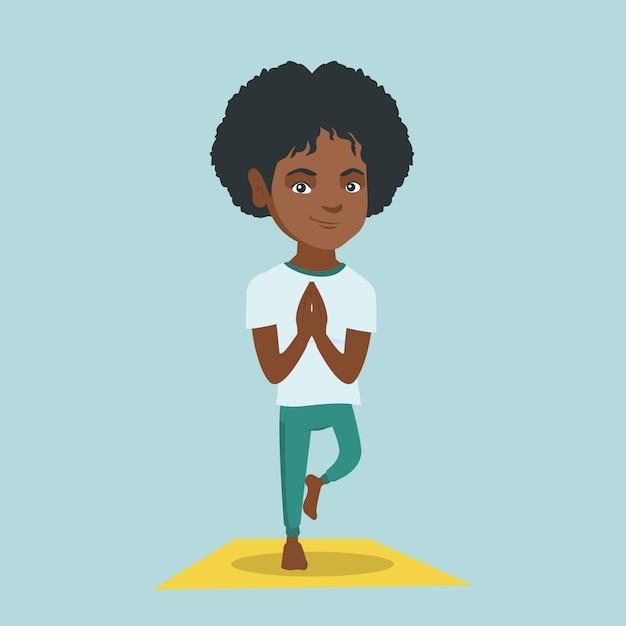 Jeune Femme Africaine Pratiquant La Pose D'arbre De Yoga. Vecteur Premium