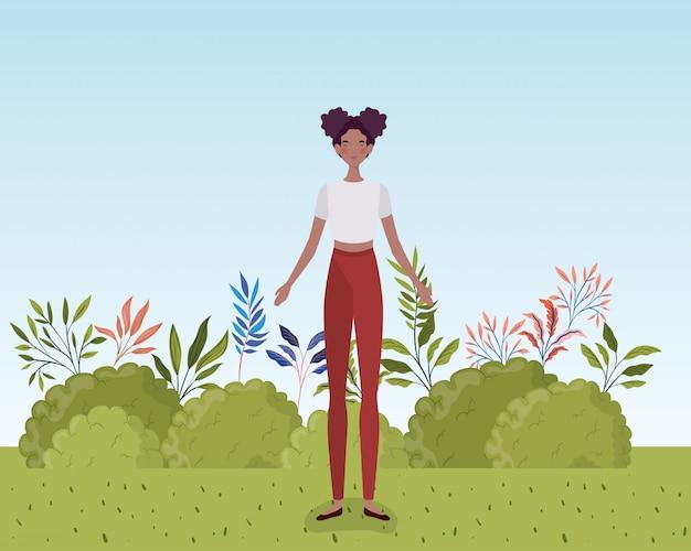 Jeune femme afro debout dans le camp Vecteur gratuit