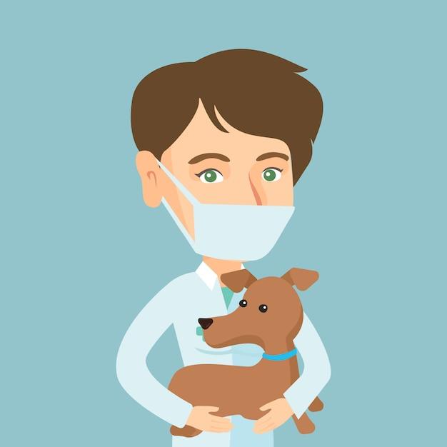Jeune vétérinaire caucasien avec chien dans les mains. Vecteur Premium