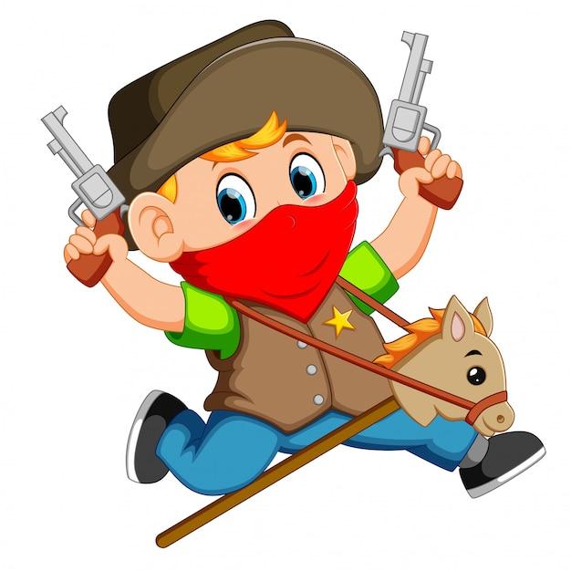 Joli petit garçon qui court avec un cheval sur un bâton et un jouet de deux pistolets Vecteur Premium