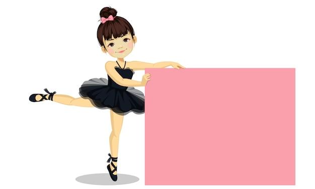 Jolie petite ballerine en robe de tutu noir avec un tableau blanc Vecteur Premium