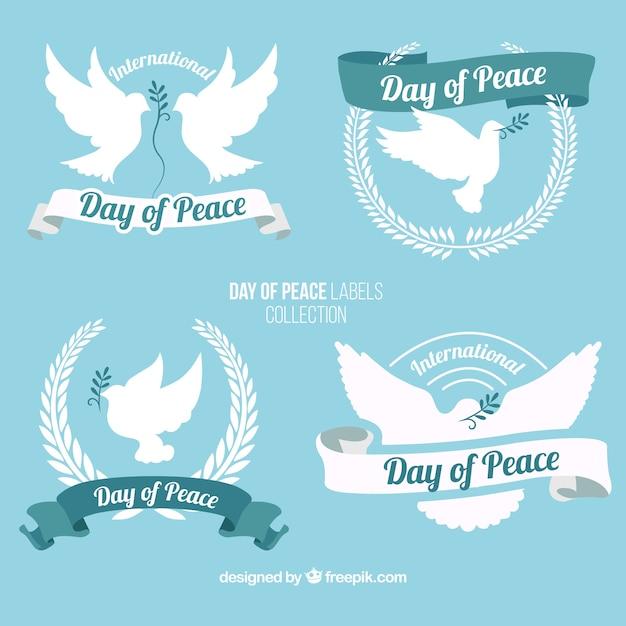 Jour de paix beaux badges avec colombe Vecteur gratuit