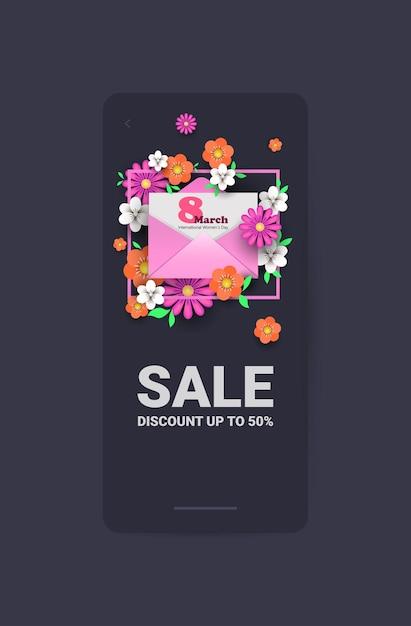 Journée De La Femme 8 Mars Célébration De Vacances Vente Bannière Flyer Ou Carte De Voeux Avec Enveloppe Et Fleurs Illustration Verticale Vecteur Premium