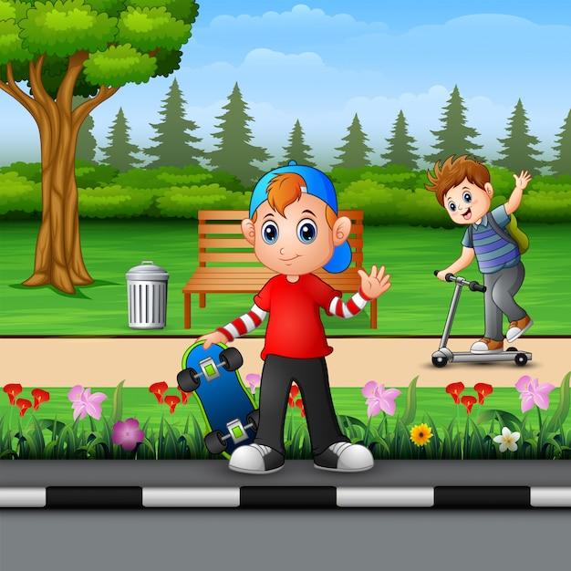 Joyeux enfants jouant dans le parc Vecteur Premium
