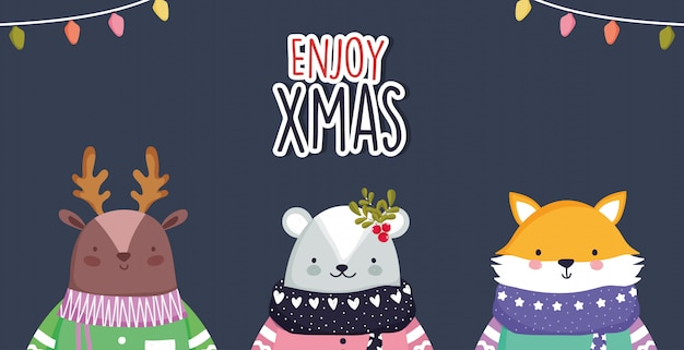 Joyeux Noël Célébration Mignon Ours De Cerf Et Le Renard Avec Des Lumières écharpe Et Pull Vecteur Premium