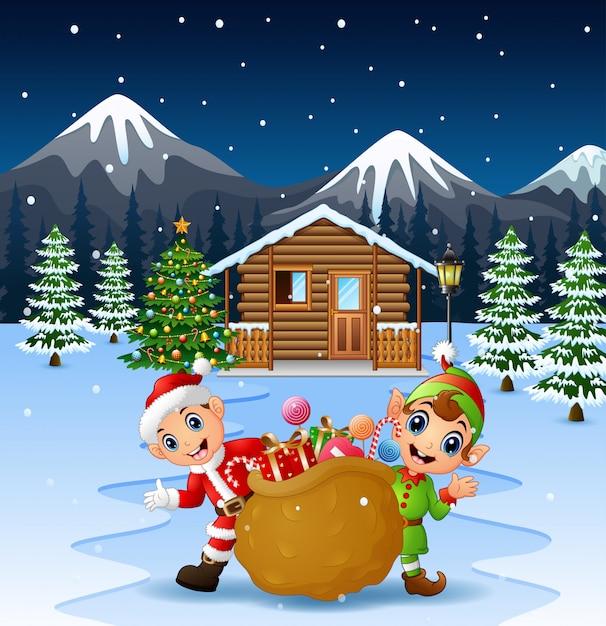 Joyeux père noël et elfe tenant un grand sac Vecteur Premium