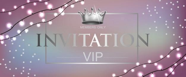 Lettrage d'invitation vip avec couronne et guirlandes Vecteur gratuit