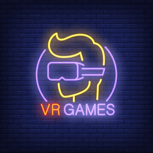 Lettrage de jeux vr et joueur dans les verres enseigne au néon sur fond de briques. Vecteur gratuit