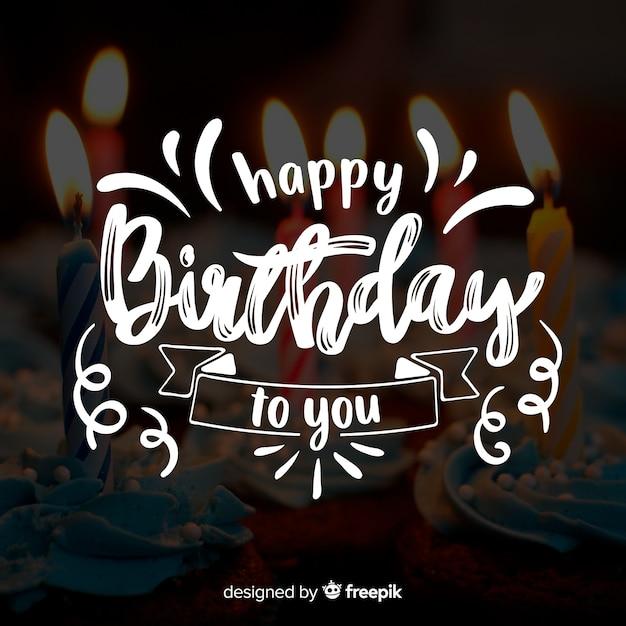 Lettrage joyeux anniversaire avec photo Vecteur gratuit