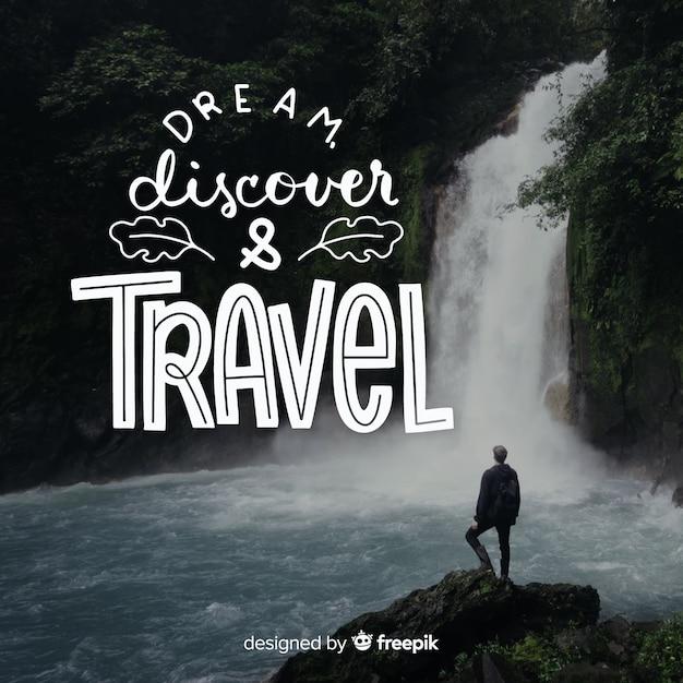 Lettrage de voyage avec citation et image Vecteur gratuit
