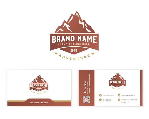 Logo de montagne avec carte de visite papeterie Vecteur Premium