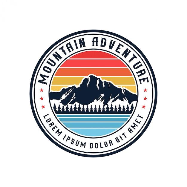 Logo de montagne vintage en plein air et aventure Vecteur Premium