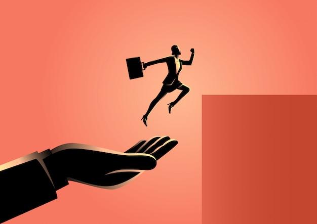 Main aidant une femme d'affaires à sauter plus haut Vecteur Premium