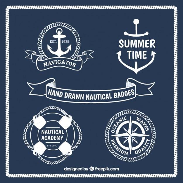 Main blanche dessinée badges nautiques Vecteur gratuit