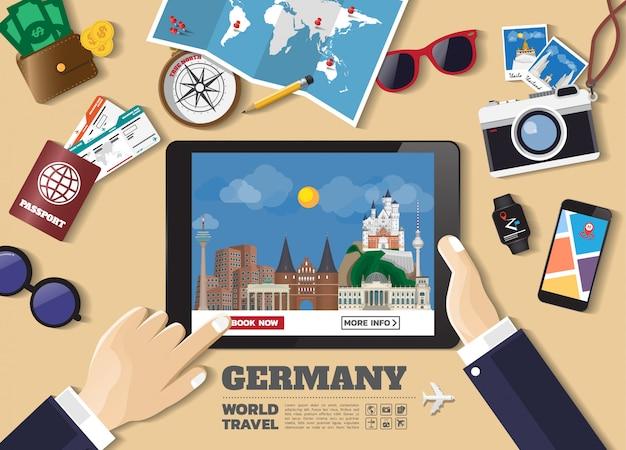 Main tenant la destination de voyage réservation appareil intelligent. allemagne lieux célèbres. Vecteur Premium