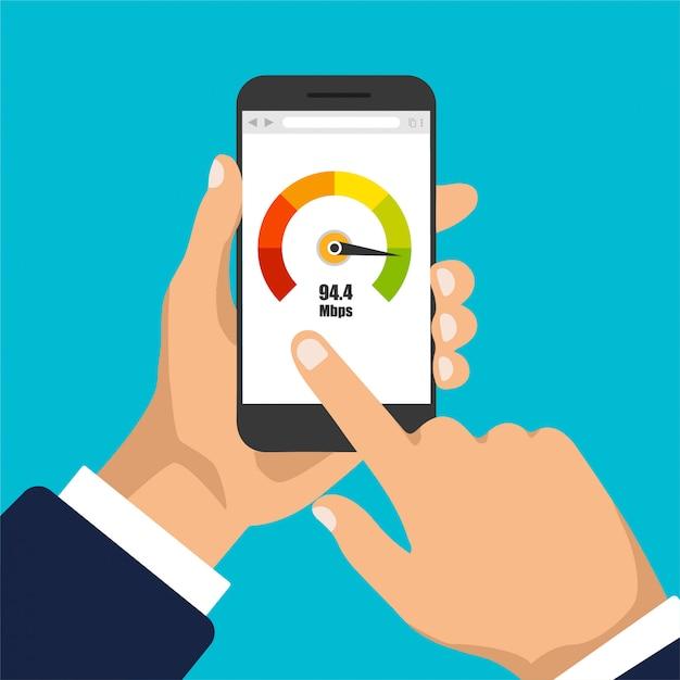 Main Tient Le Smartphone Avec Compteur De Crédit. écran Du Téléphone Avec Test De Vitesse Dessus. Isolé Vecteur Premium