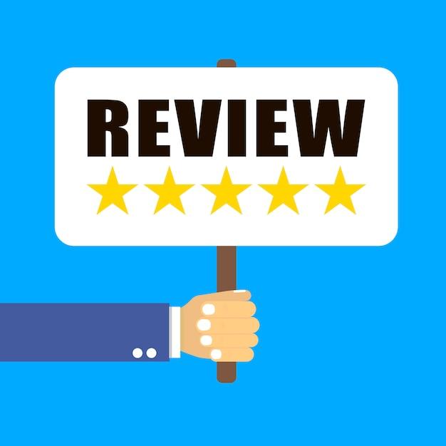 Main tient une table avec cinq étoiles sur bleu Vecteur Premium