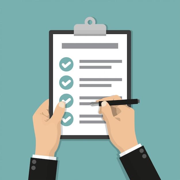 Mains d'homme d'affaires sur la liste de contrôle du presse-papiers avec stylo dans un design plat Vecteur Premium