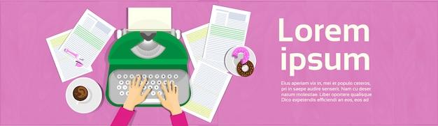 Mains tapant sur la machine à écrire vintage writer workplace banner top view angle Vecteur Premium